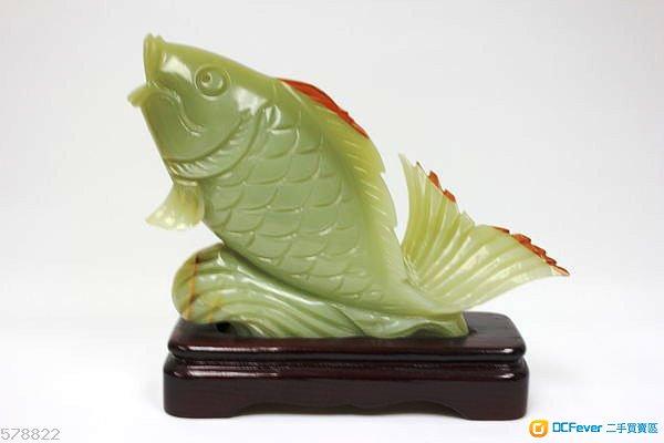 翠玉鯉魚連座 ----年年有餘