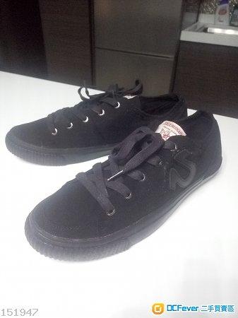 100% new True Religion 全黑特别版帆布鞋 size 43.5