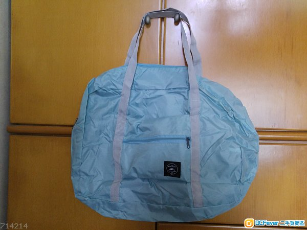 全新綠色摺合手挽旅行袋 (旅行袋背後可套上行李箱手挽柄裡上拉行)