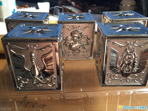 聖鬥士星矢 青銅五子聖衣箱