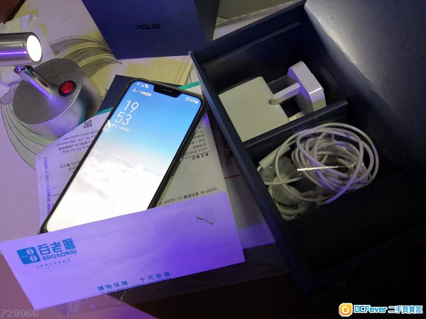 《ASUS Zenfone  5  》《4GB+64GBGB版 》 蓝色八月底百老滙單