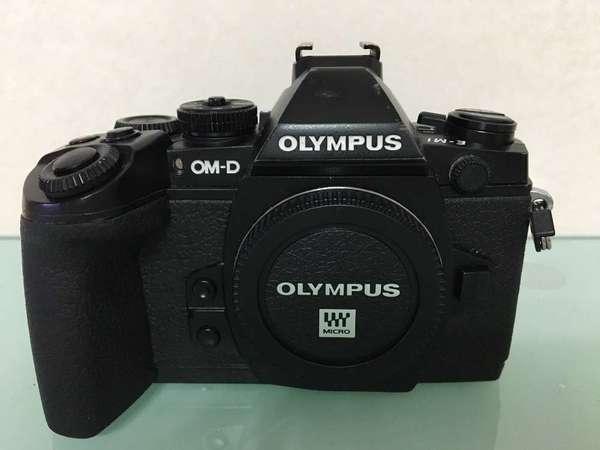 Olympus EM1 body 連電池底座