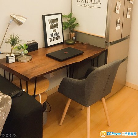 Crude Wooden Table 經典原木書枱