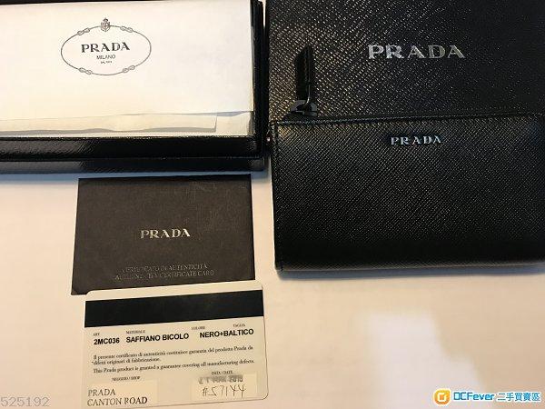 出讓全新 Saffiano leather keychain (有Authenticity Certificate Card)
