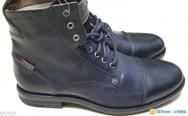 Levi 黑色皮靴