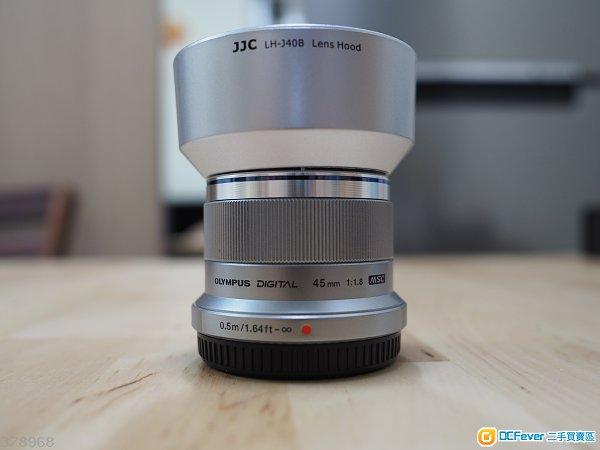olympus m.zuiko 45mm f1.8 with lens hood