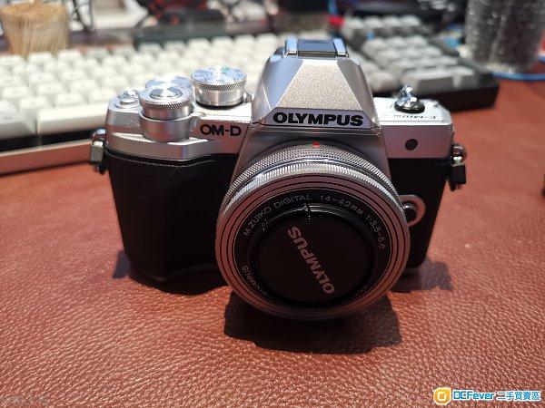 Olympus E-M10 Mark III 雙鏡套裝 (14-42 & 40-150)